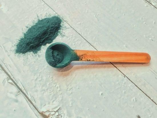 spirulina powder on spoon