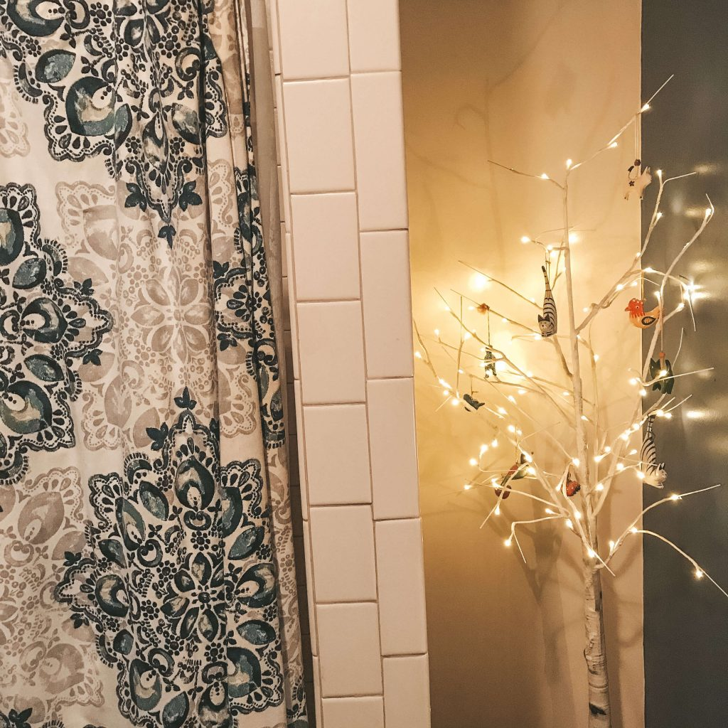 hygge lighting in bathroom